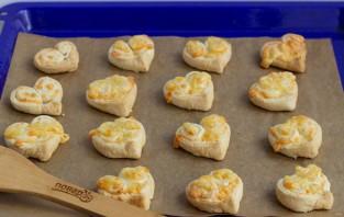 Слойки с сыром на 14 февраля - фото шаг 6