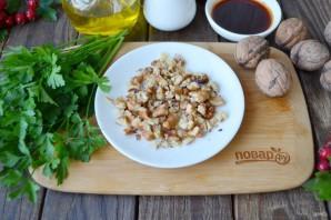 Салат из помидоров и грецких орехов - фото шаг 2