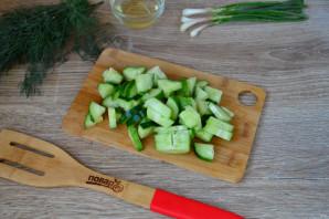 Салат из помидоров, огурцов и перцев - фото шаг 3
