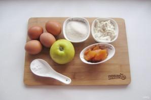 Шарлотка с айвой и яблоком - фото шаг 1