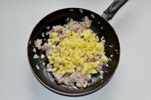 Штрудель с мясом, картошкой и капустой - фото шаг 4