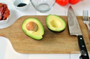 Тосты с авокадо и беконом - фото шаг 1