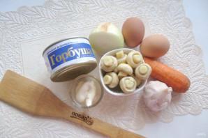 Салат с консервированной горбушей и грибами - фото шаг 1