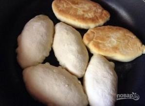 Пирожки жареные (на кефире) - фото шаг 9
