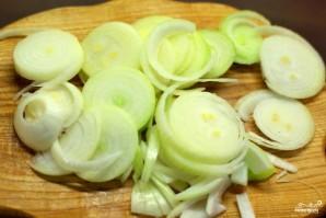 Жареное сало с луком - фото шаг 2