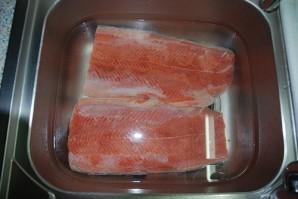 Засолка красной рыбы - фото шаг 3