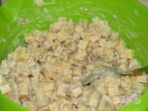 Салат из консервированных ананасов - фото шаг 4