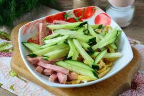 Салат из омлета и колбасы - фото шаг 8