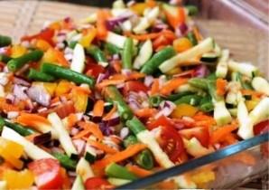 Курица под овощами в духовке - фото шаг 3