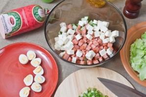 Салат с жареной колбасой - фото шаг 6