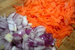 Минтай тушеный с овощами - фото шаг 2