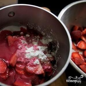 Клубничный пирог со взбитыми сливками - фото шаг 4