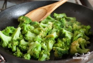 Брокколи на сковороде - фото шаг 3