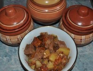 Баранина с овощами в горшочках - фото шаг 12