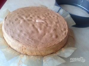 Бисквитный торт с вишней и творожным кремом - фото шаг 6