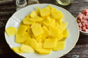 Картошка с карбонатом в духовке - фото шаг 2