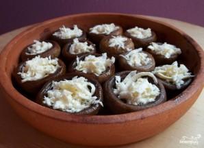 Шампиньоны, запеченные с сыром в духовке - фото шаг 3