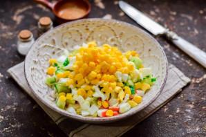 Салат с крабовыми палочками без майонеза - фото шаг 5
