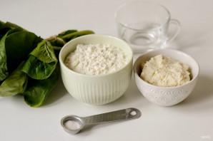 Тортеллини с сыром и шпинатом - фото шаг 1