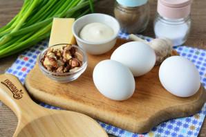 Яйца фаршированные орехами - фото шаг 1