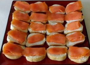 Бутерброды с красной рыбой и огурцом - фото шаг 4