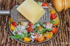 Салат из рукколы с помидорами черри и пармезаном - фото шаг 5