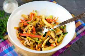 Салат с жареными крабовыми палочками - фото шаг 10