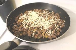Фаршированные грибы с оливками и орехами  - фото шаг 6