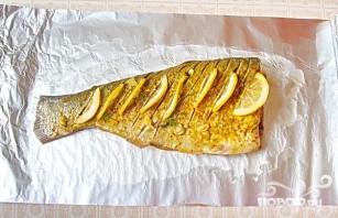 Запеченный толстолоб с лимоном и зеленью - фото шаг 2