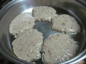 Ореховые оладьи с малиновым соусом  - фото шаг 8