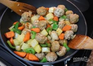 Фрикадельки из курицы в чили соусе с овощами - фото шаг 7