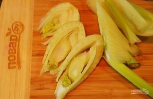 Вегетарианский салат с киноа, фенхелем и гранатом - фото шаг 1