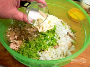 Салат из куриной грудки и сельдерея - фото шаг 5