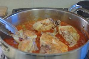 Курица, тушеная в томатном соусе - фото шаг 4