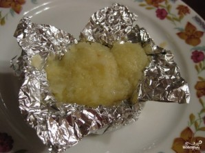 Картофель в фольге с сыром - фото шаг 7