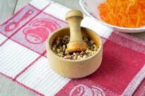 Салат с орешками - фото шаг 4