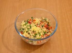 Салат в чипсах - фото шаг 5