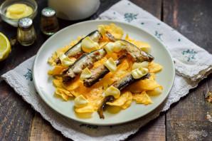 Салат с чипсами и шпротами - фото шаг 5