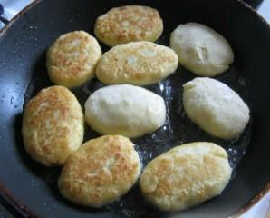 Картофельные пирожки с мясом - фото шаг 7