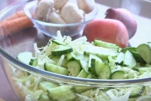 Вегетарианский салат с сырыми шампиньонами - фото шаг 3