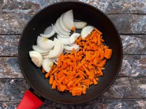 Салат с куриными сердечками и печенью - фото шаг 3