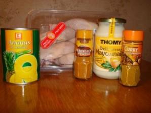 Курица с ананасами в духовке - фото шаг 1