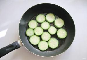 Жареные кабачки со сметанно-чесночным соусом - фото шаг 2