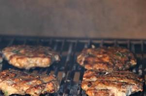 Куриные котлеты на гриле для бургеров - фото шаг 3