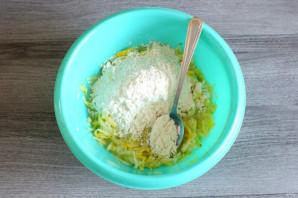 Чебуреки из кабачков с ветчиной и сыром - фото шаг 4