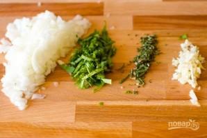 Куриные шарики в сливочном соусе с зеленым горошком - фото шаг 2