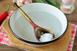 Малосольные огурцы с перцем чили - фото шаг 5