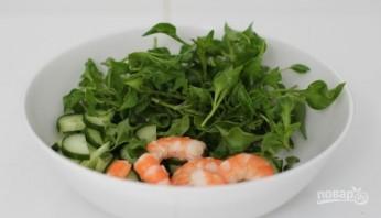 Салат с креветками и огурцом - фото шаг 3
