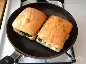Бутерброды на сковороде с сыром и шпинатом - фото шаг 7