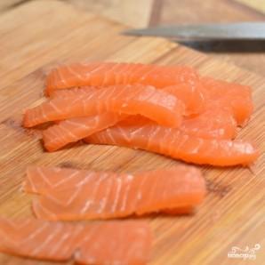 Спринг-роллы с лососем - фото шаг 3